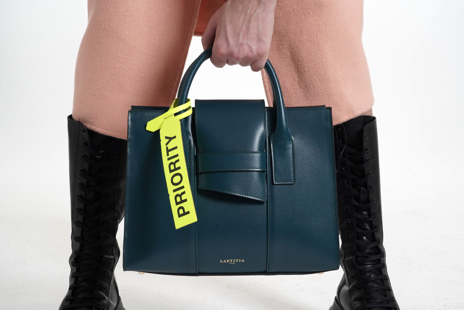 Read more about the article Laetitia Bag Look-Book